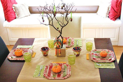 Kids Thanksgiving Table Ideas: Mix together stylish and colorful paper goods to create a fun kids' table. Cover the table in craft paper and add terracotta pots filled with crayons so they can draw on it.