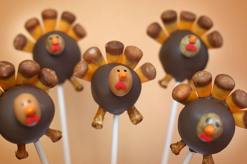 Kids Thanksgiving Table Ideas: These turkey cake pops will be a popular treat after Thanksgiving dinner.