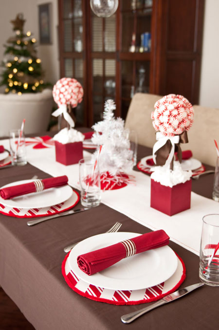 Christmas table ideas decorating with red and white - Decoration table pour noel ...
