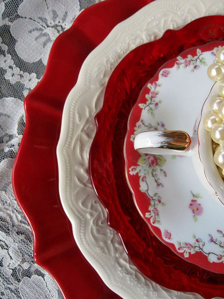 Christmas Table Ideas Using Red and White: Mix and match red and white dishes, then layer them for an interesting and lovely holiday table.