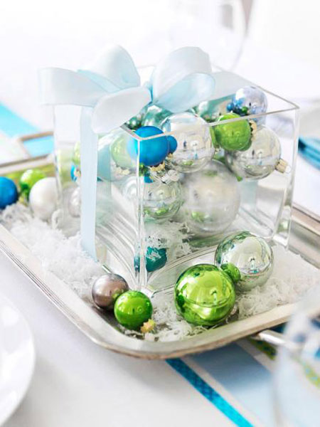 Christmas Centerpieces: Fill a glass vase with solid-color ornaments and place it on a silver platter. For a final touch, add a ribbon and sprinkle with artificial snow.