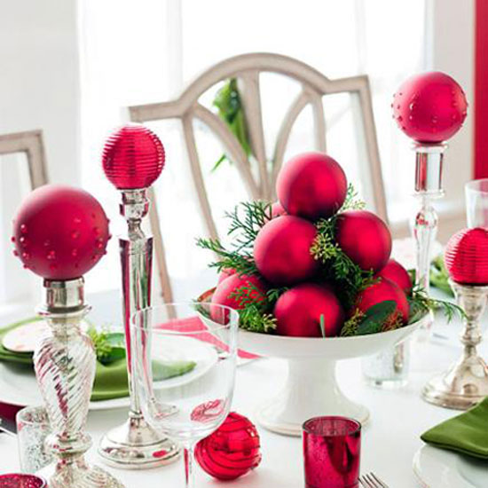 Christmas table ideas decorating with red and green Christmas decorating themes