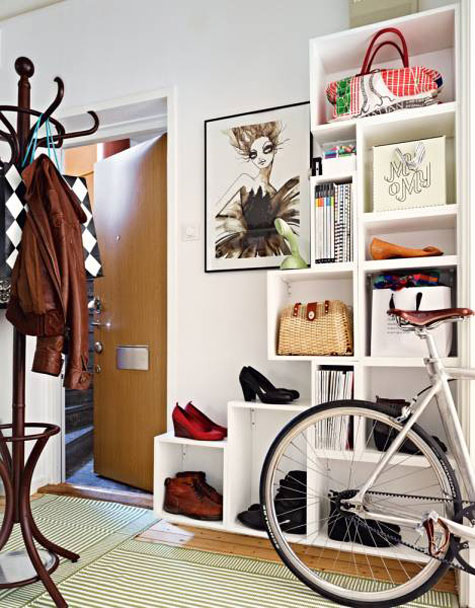 Entryway Ideas: Creatively stacking different sized cubes gives this entryway form and function. The shoes and handbags stored on it seem more like decorative accessories.