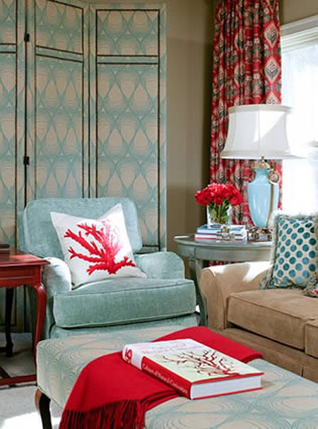 Turquoise Room Ideas: Red and turquoise have long been a popular color combination. They help to bring a relaxed formality to this contemporary traditional living room.