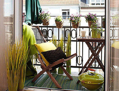 Small spaces outdoor furniture home decorating ideas for Outdoor furniture ideas for small spaces