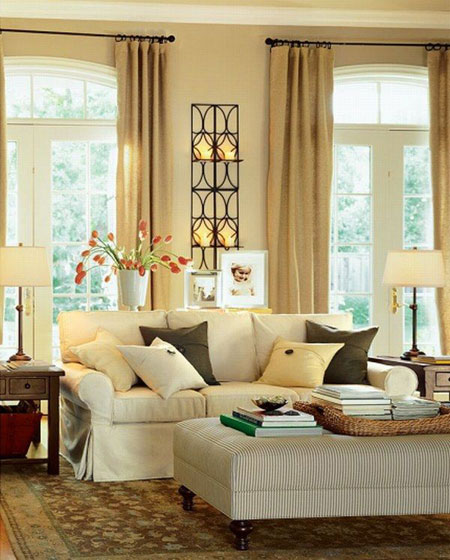 Choosing Colors for Rooms: Neutral colors in a family room are relaxed and casual.