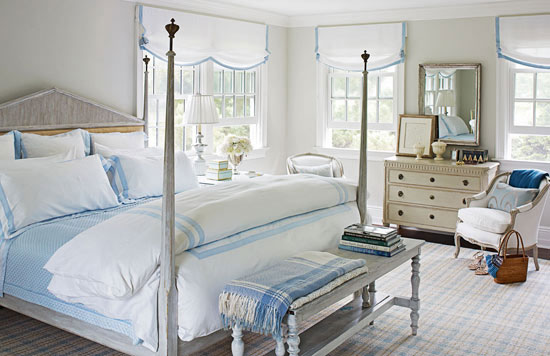 Cottage style homes east hampton home tour the for Bedroom ideas hamptons