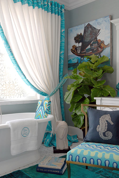 Turquoise Room: Bathroom