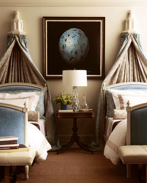 One room two beds ideas to make it fabulous for Decorate your bedroom like a hotel room