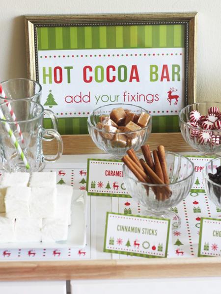 10 Christmas Buffet Table Decorating Ideas
