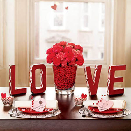 Tabletop Tuesday: 10 Romantic Table Settings For Valentine\'s Day