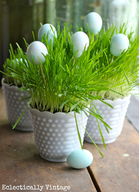 Spring Centerpieces: 25 Beautiful Ideas | Decorating Files | #springcenterpieces #eastercenterpieces #springdecorating #easterdecorating