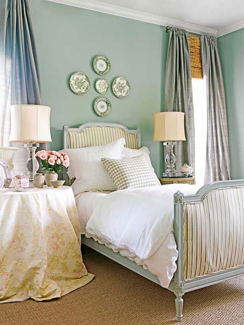 bedroom decorating ideas what to hang over the bed