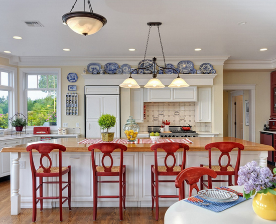 Red white and blue rooms from classic to contemporary for Red and blue kitchen ideas