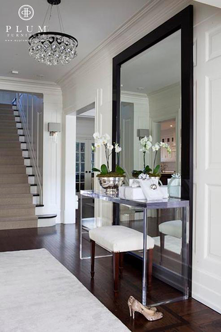 Console tables some unexpected ideas Foyer console decorating ideas