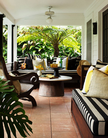 Front porch ideas that say welcome the decorating files for Adornos para porches