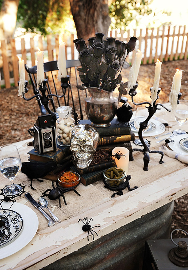 halloween table settings 12 spooky glamorous ideas. Black Bedroom Furniture Sets. Home Design Ideas