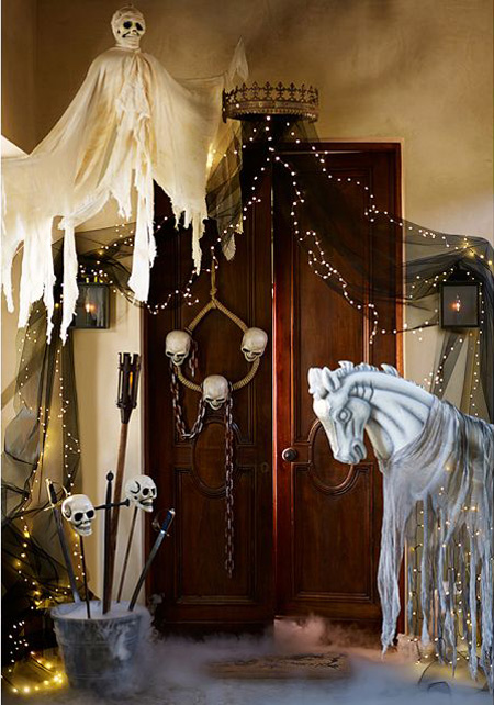 10 Ideas For A Haunting Halloween Entryway