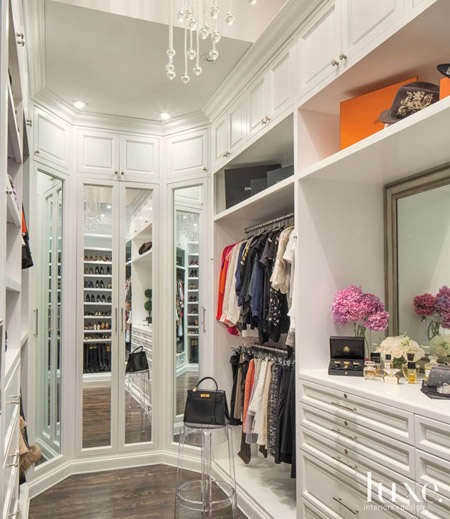 Home tour french charm meets hollywood glamour for Celebrity dressing room mirror