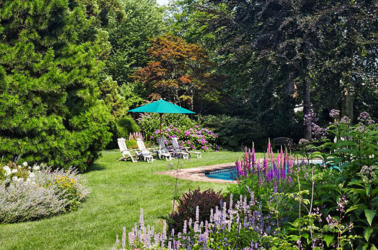Cottage Style Homes: The property is landscaped with easy-care perennials.