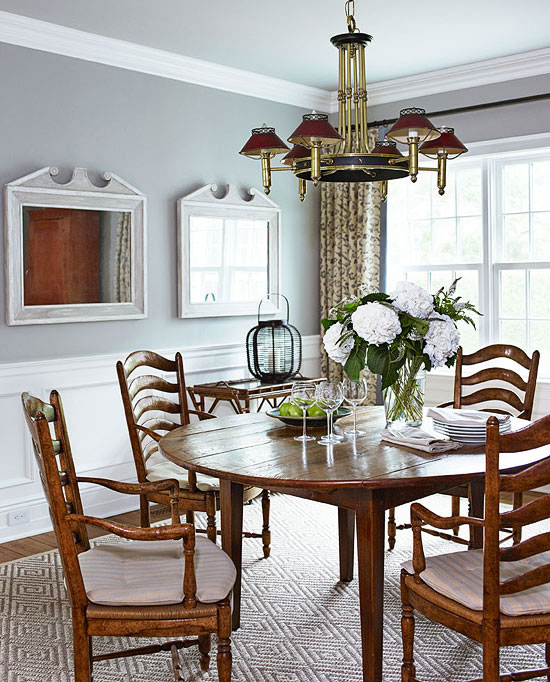 Cottage Style Homes: An antique dining table welcome guests to the dining room.