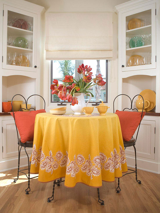 Breakfast Nooks Cafe Style Seating For Two In Red And Yellow
